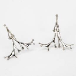 arete hecho en plata 9.25 con forma de patas de rana y coral