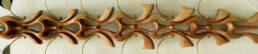 Escultura articulada Biomorfia Irealizada con madera tallada y ensamblaje en bronce, acrílico y cobre