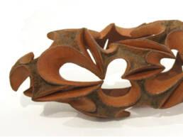 escultura cerámica embrión, modelado en arcilla terracota